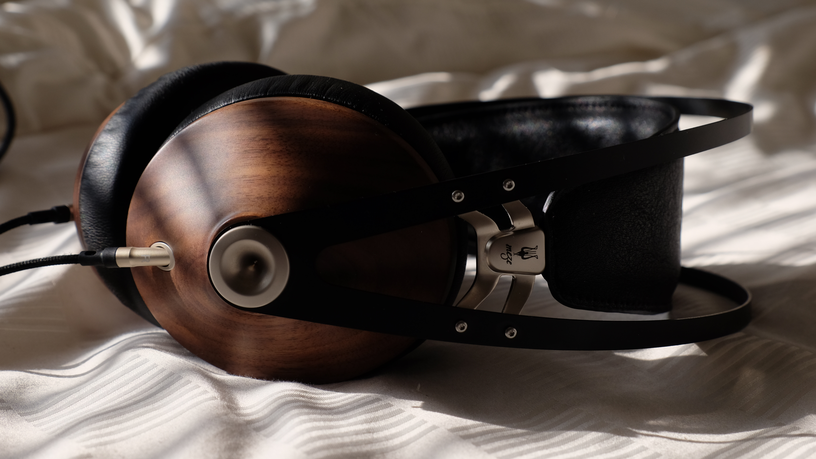 Meze 99 Classics Headphone Review – Quest to Find a Portable Over-Ear Headphone